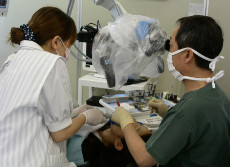 マイクロスコープを使う治療法